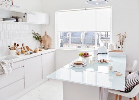 une-cuisine-et-l-ilot-blanc